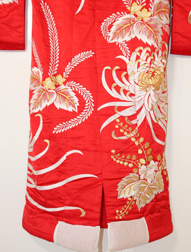Vintage Red Silk Brocade Japanese Ceremonial Kimono In Good Condition For Sale In North Hollywood, CA