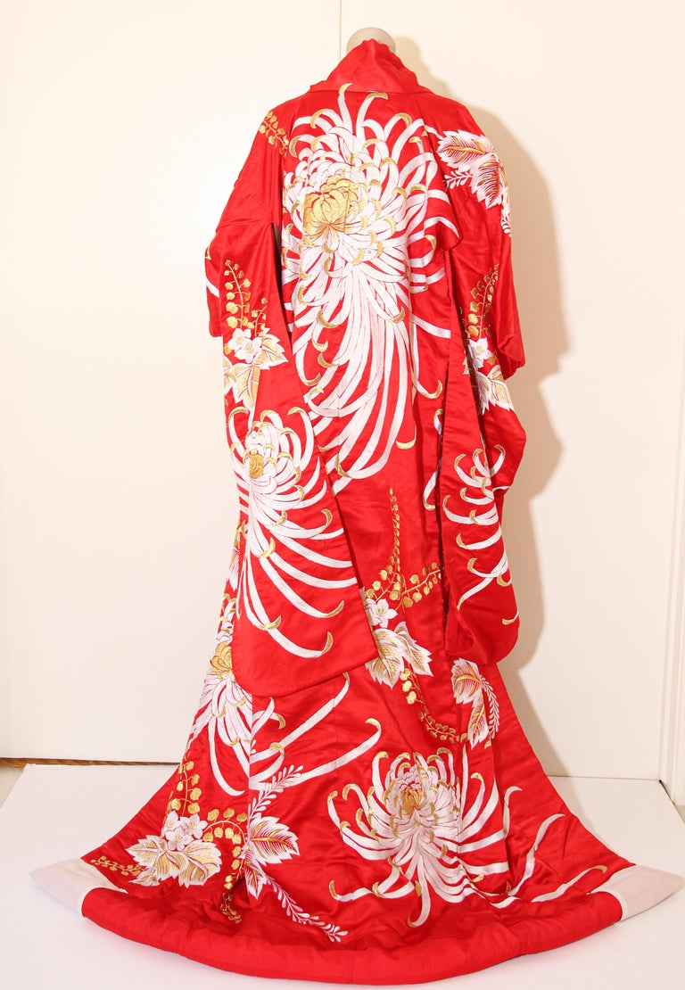 Vintage Red Silk Brocade Japanese Ceremonial Kimono For Sale 8