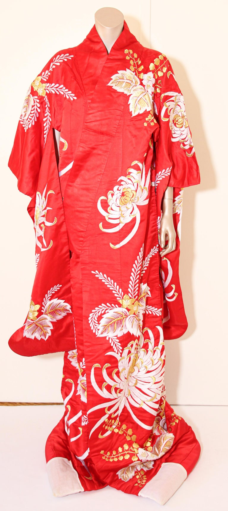 Vintage Red Silk Brocade Japanese Ceremonial Kimono For Sale 11