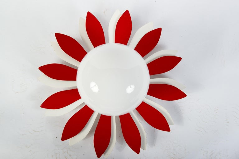Vintage Red & White Flower Petal Ceiling Light In Good Condition For Sale In Stamford, CT