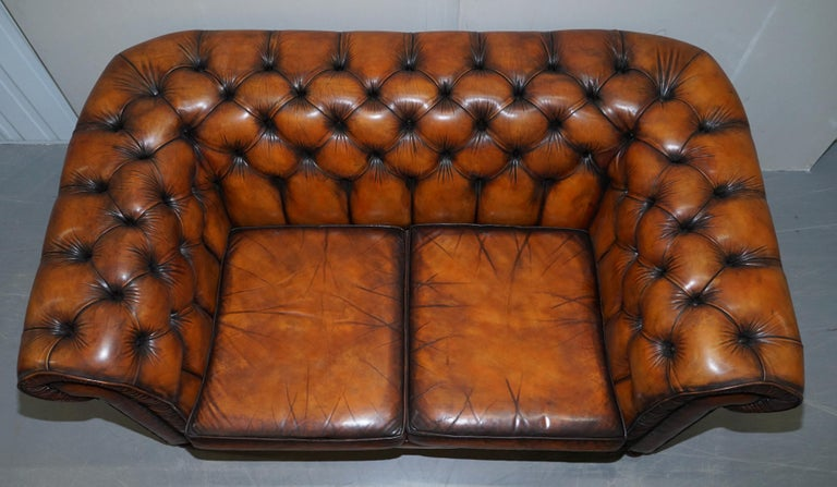 Vintage Restored Brown Leather Chesterfield Library Club Armchair and Sofa Suite In Good Condition For Sale In London, GB