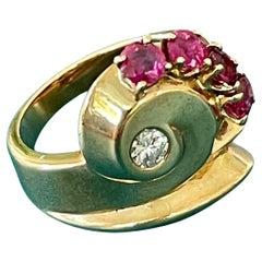 Vintage Retro Diamond and Ruby 14 Karat Yellow Gold Ring