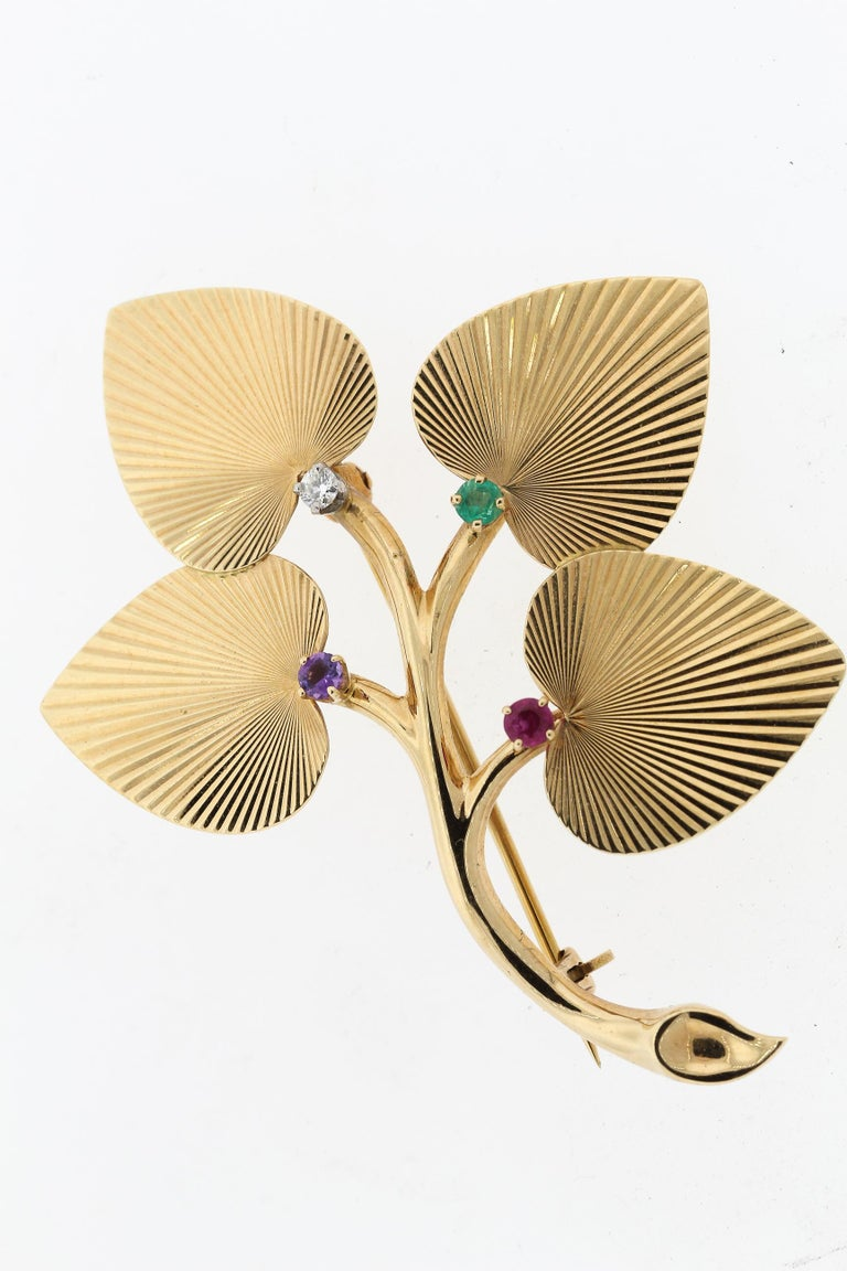 Vintage Retro Tiffany & Co. 14 Karat Yellow Gold Textured Leaf Earrings Pin Set In Good Condition For Sale In New York, NY