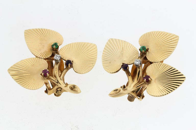 Vintage Retro Tiffany & Co. 14 Karat Yellow Gold Textured Leaf Earrings Pin Set For Sale 1