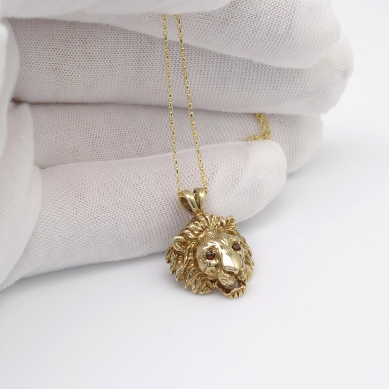 Art Deco Solid Gold & Garnet Lion Pendant Necklace, Hallmarked Vintage 1970s  For Sale