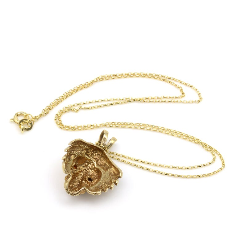 Round Cut Solid Gold & Garnet Lion Pendant Necklace, Hallmarked Vintage 1970s  For Sale