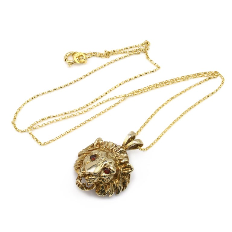 Solid Gold & Garnet Lion Pendant Necklace, Hallmarked Vintage 1970s  In Good Condition For Sale In Preston, Lancashire