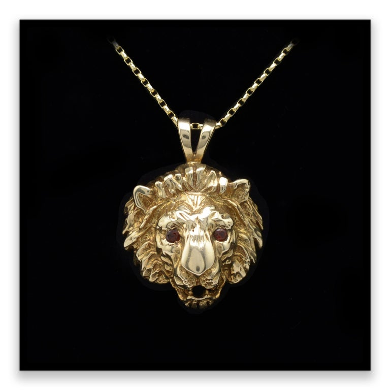 Solid Gold & Garnet Lion Pendant Necklace, Hallmarked Vintage 1970s  For Sale 1