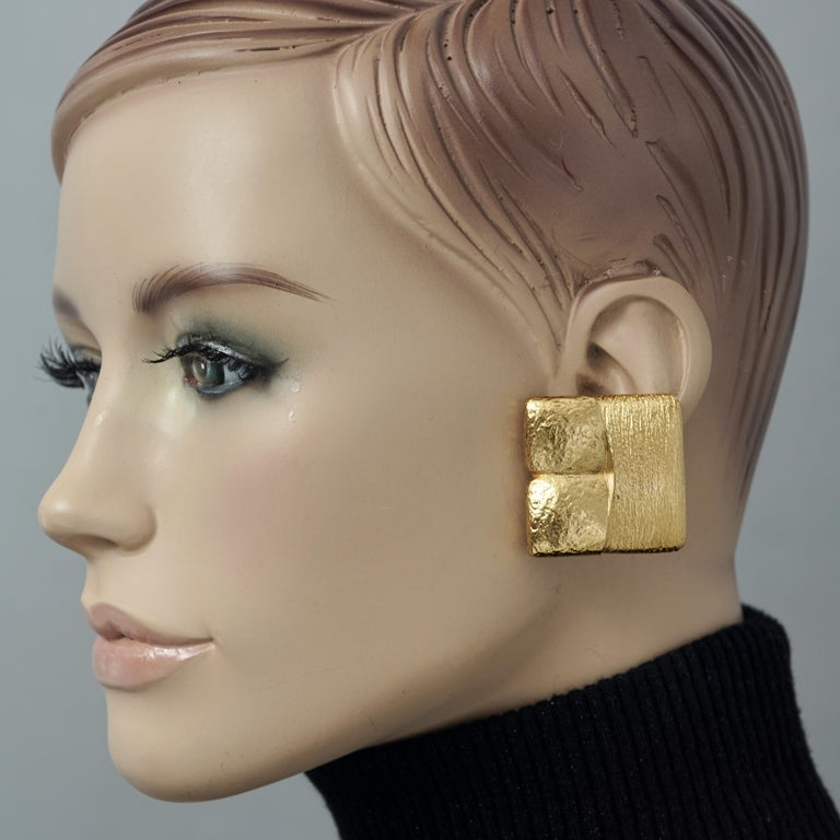 Vintage ROBERT GOOSSENS Mondrian Cubism Earrings  Measurements: Height: 1.41 inches (3.6 cm) Width: 1.41 inches (3.6 cm) Weight per Earring: 24 grams  Features: - 100% Authentic YVES SAINT LAURENT. - Textured square earrings in Cubism/ Piet Mondrian