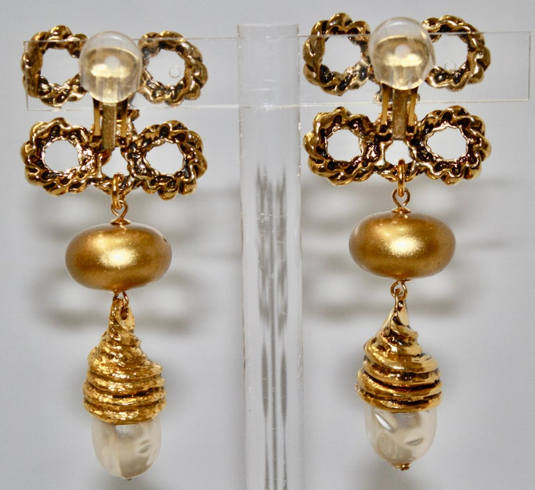Brass plated gold metal with handmade pearl cabochons statement earrings. Beautiful rope design reminiscent of Chanel. Made in France, circa 1980s