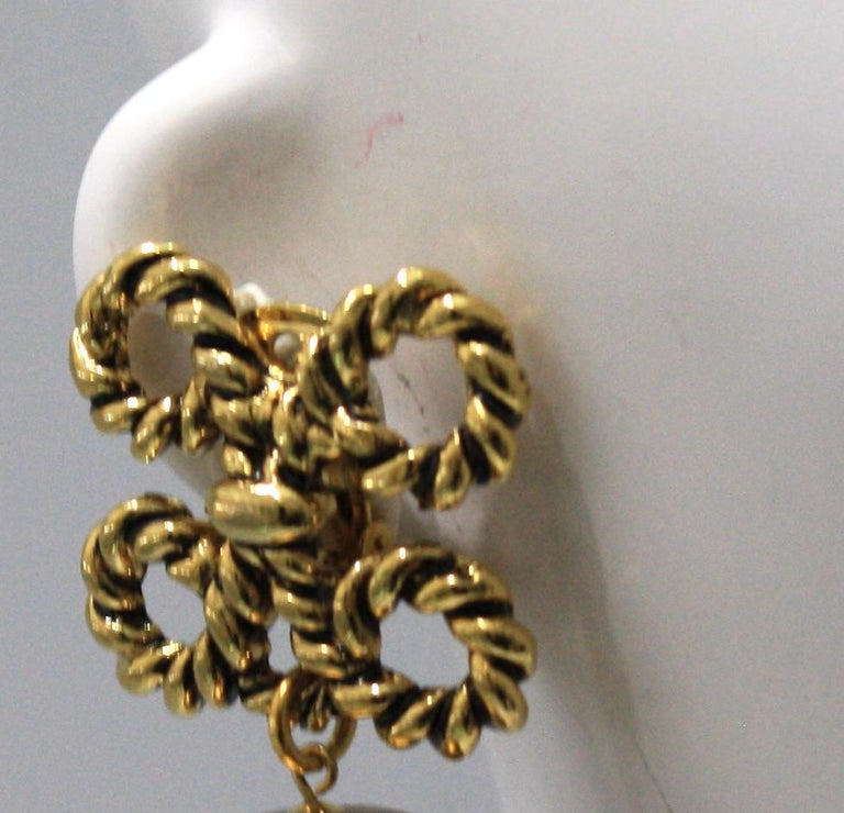 Vintage Rope and Pearl Clip Earrings In New Condition For Sale In Virginia Beach, VA