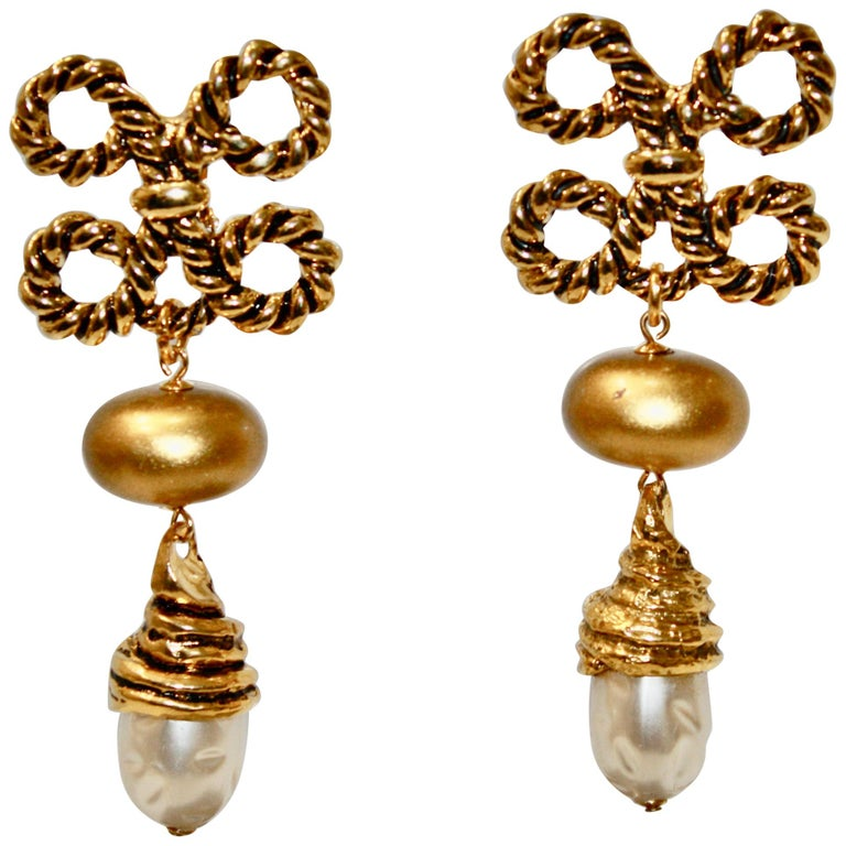 Vintage Rope and Pearl Clip Earrings For Sale