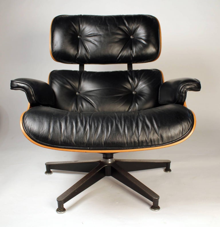 Mid-Century Modern Vintage Rosewood Charles Eames 670 Lounge Chair & 671 Ottoman for Herman Miller For Sale