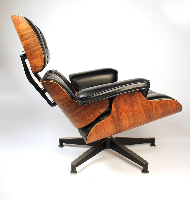 Vintage Rosewood Charles Eames 670 Lounge Chair & 671 Ottoman for Herman Miller In Excellent Condition For Sale In Dallas, TX