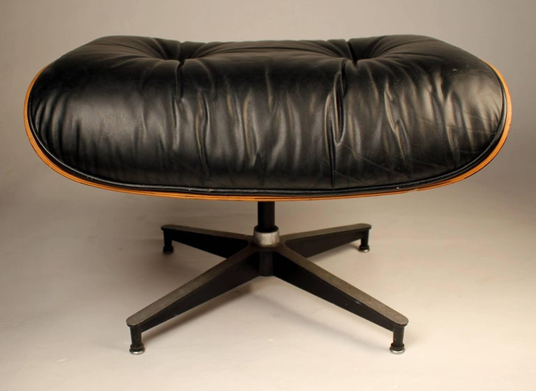 Vintage Rosewood Charles Eames 670 Lounge Chair & 671 Ottoman for Herman Miller For Sale 2