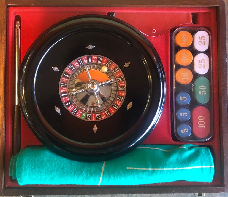 Vintage bakelite roulette wheel and accessories in case by Rottgames, circa 1940s. The wheel is 10.5