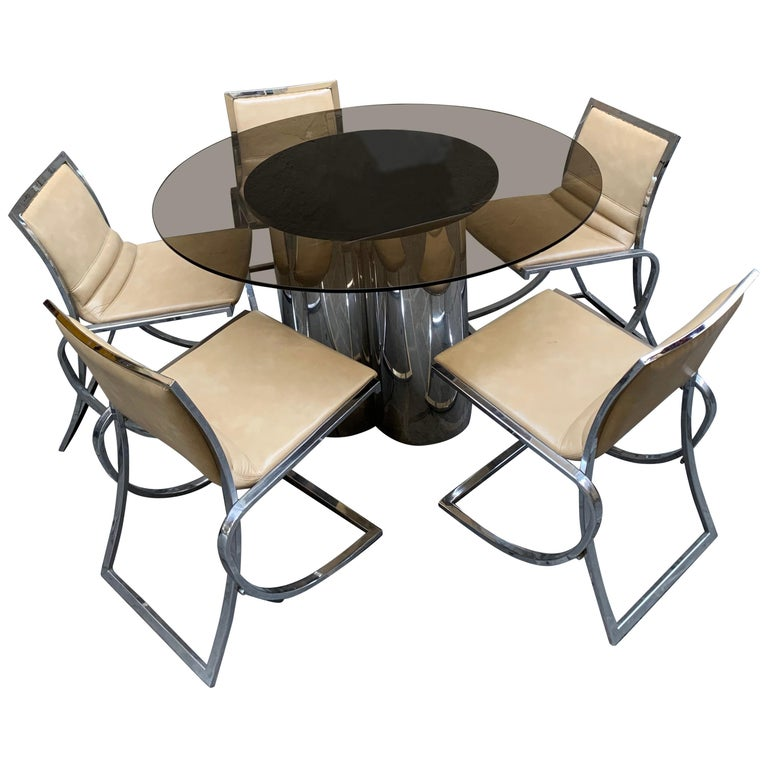 Vintage Round Dining Table with Glass Fumé Top and Chromed Fittings, 1970s In Good Condition For Sale In Florence, IT