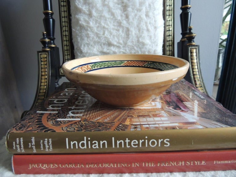 Moorish Vintage Round Green and Red Hand Painted Decorative Bowl For Sale