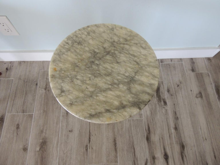 Vintage round Italian Carrera marble side table Small round drinks table in white and grey marble. Size: 11.75