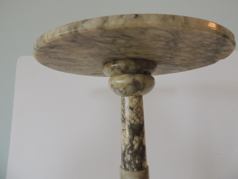 Vintage Round Grey and White Italian Carrera Marble Side Table In Good Condition For Sale In Oakland Park, FL