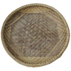 Vintage Runde handgewebter indonesischer dekorativer Korb