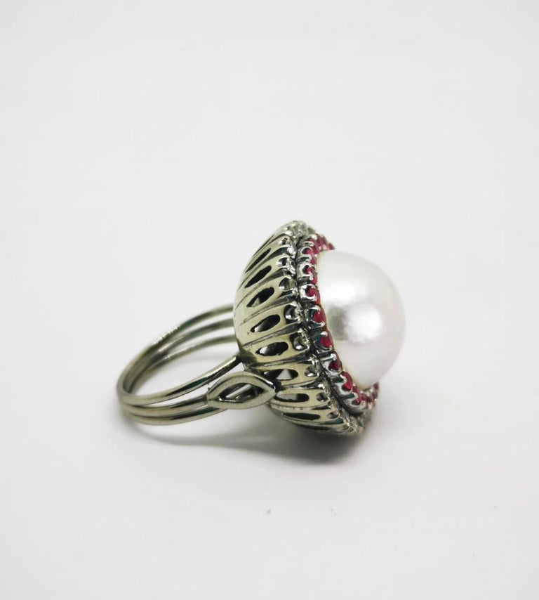 Vintage Round Pearl Ruby Diamond Cocktail Ring In Good Condition For Sale In Lisbon, PT