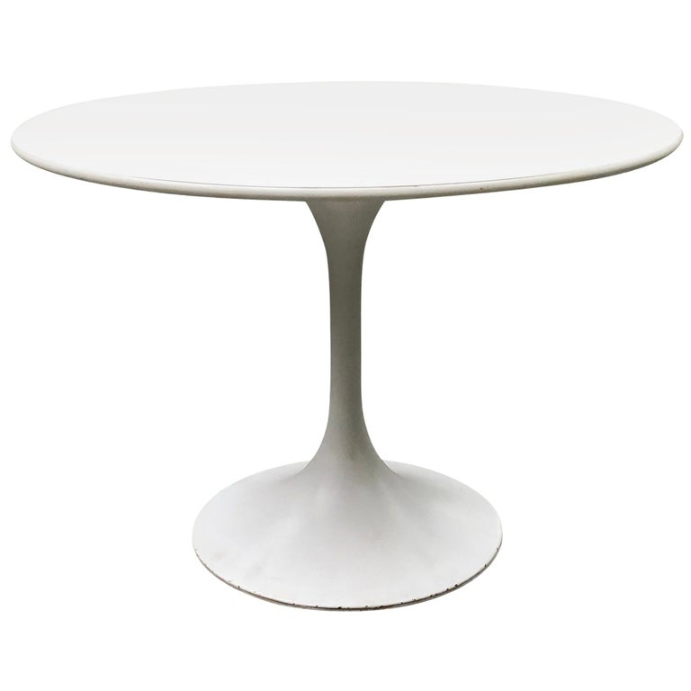 Vintage Round White Saarinen Style Tulip Dining Table For Sale