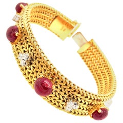 Vintage Ruby and Diamonds 18 Karat Yellow Gold Mesh Bracelet