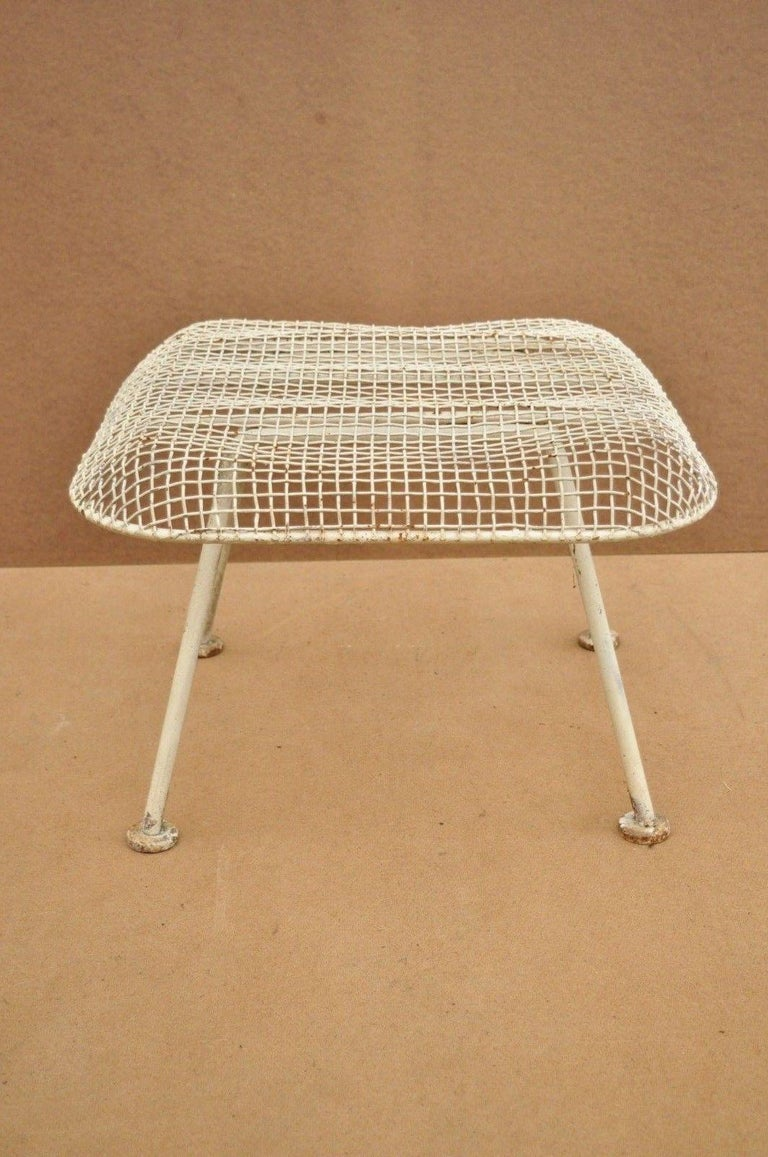 Vintage Russell Woodard Sculptura Metal Mesh Wrought Iron Ottoman Footstool In Good Condition For Sale In Philadelphia, PA