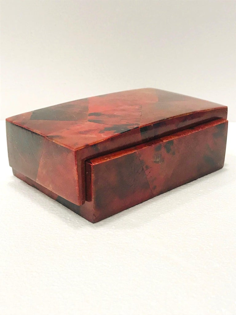 Vintage R&Y Augousti Decorative Box in Mosaic Red and Black Pen-Shell, c. 2000 For Sale 4