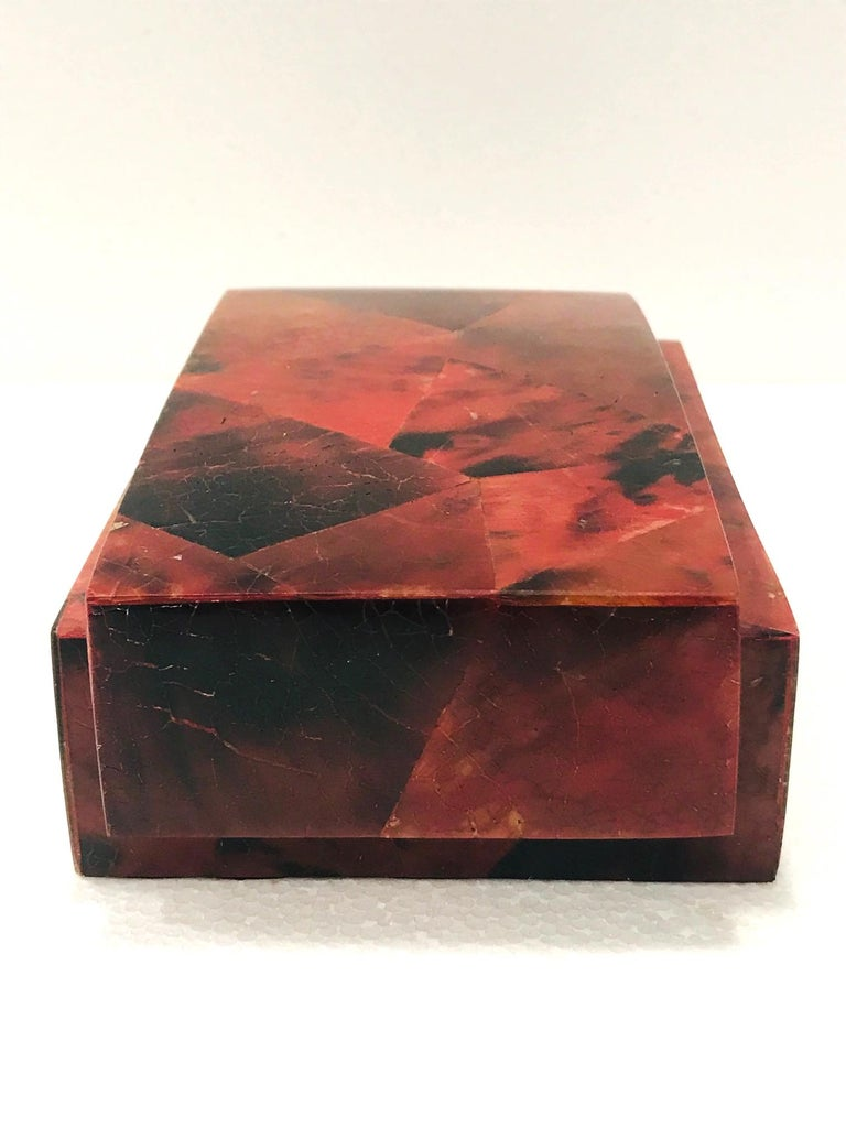 Vintage R&Y Augousti Decorative Box in Mosaic Red and Black Pen-Shell, c. 2000 In Excellent Condition For Sale In Miami, FL