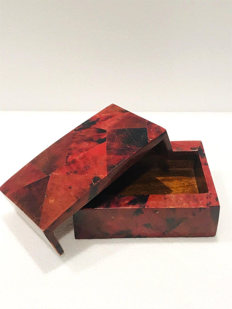 Vintage R&Y Augousti Decorative Box in Mosaic Red and Black Pen-Shell, c. 2000 For Sale 2