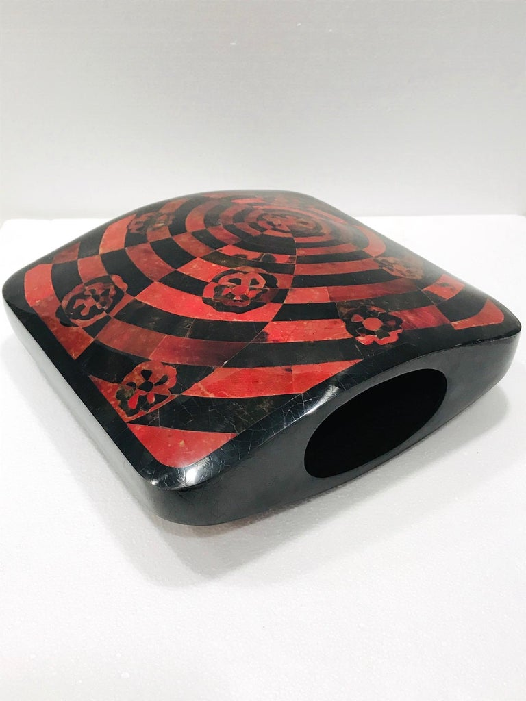 Vintage R&Y Augousti Decorative Vase in Mosaic Red & Black Pen-Shell, circa 2000 For Sale 3