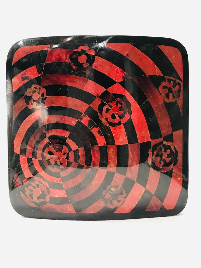 Vintage R&Y Augousti Decorative Vase in Mosaic Red & Black Pen-Shell, circa 2000 For Sale 5