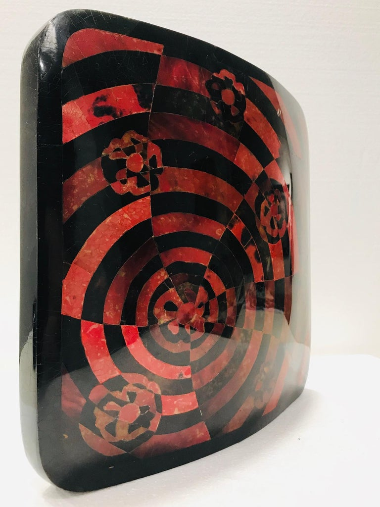 Organic Modern Vintage R&Y Augousti Decorative Vase in Mosaic Red & Black Pen-Shell, circa 2000 For Sale