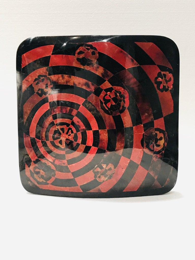 Vintage R&Y Augousti Decorative Vase in Mosaic Red & Black Pen-Shell, circa 2000 For Sale 1