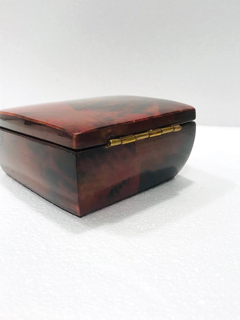 Vintage R&Y Augousti Trinket Box in Mosaic Red and Black Pen-Shell, circa 2000 For Sale 3