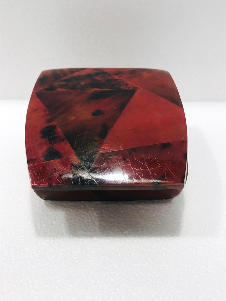 French Vintage R&Y Augousti Trinket Box in Mosaic Red and Black Pen-Shell, circa 2000 For Sale