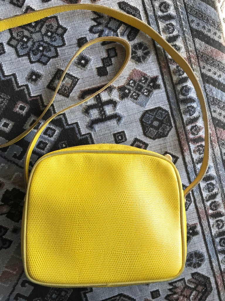 Yellow Vintage Salvatore Ferragamo lizard embossed yellow leather shoulder bag. Vara For Sale
