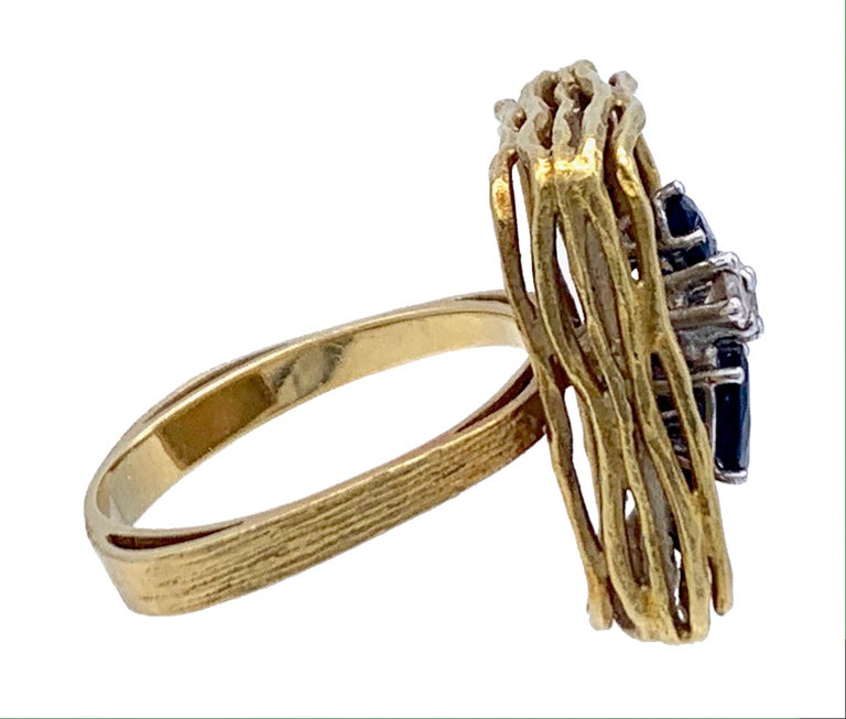 Women's Vintage Sapphire Diamond 18 Karat Yellow Gold White Gold Fashion Cocktail Ring For Sale
