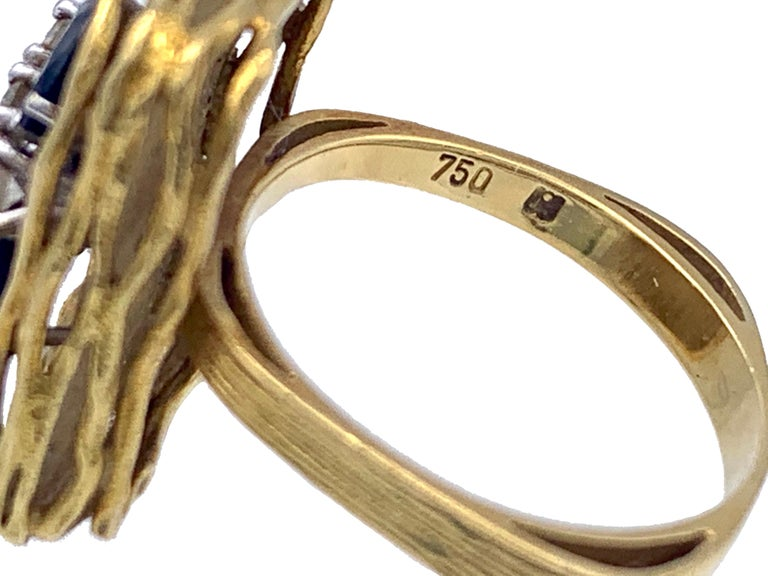 Vintage Sapphire Diamond 18 Karat Yellow Gold White Gold Fashion Cocktail Ring For Sale 2