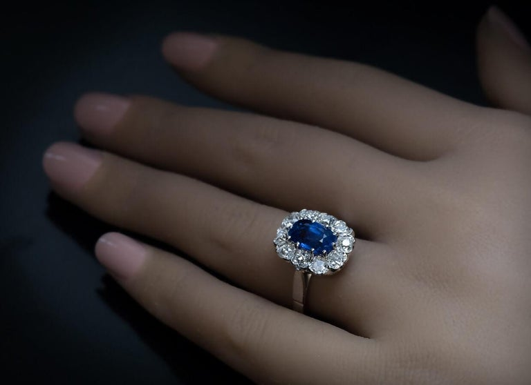 Vintage Sapphire Diamond Gold Engagement Ring In Excellent Condition For Sale In Chicago, IL