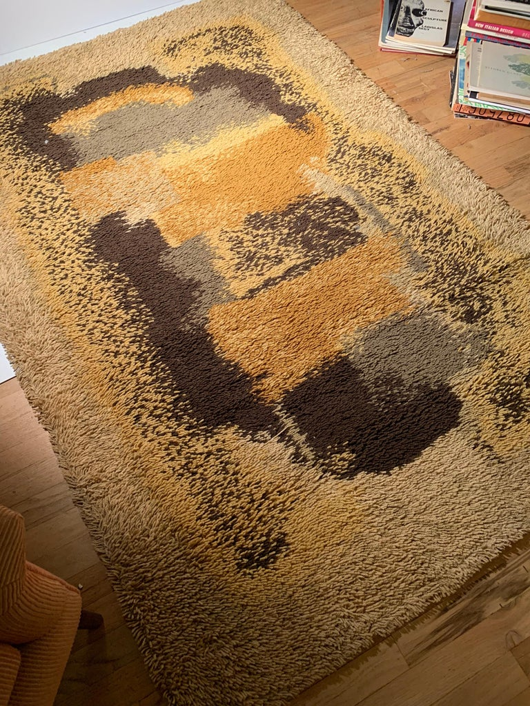 Vintage Scandinavian Abstract Rya Rug In Good Condition For Sale In Chicago, IL