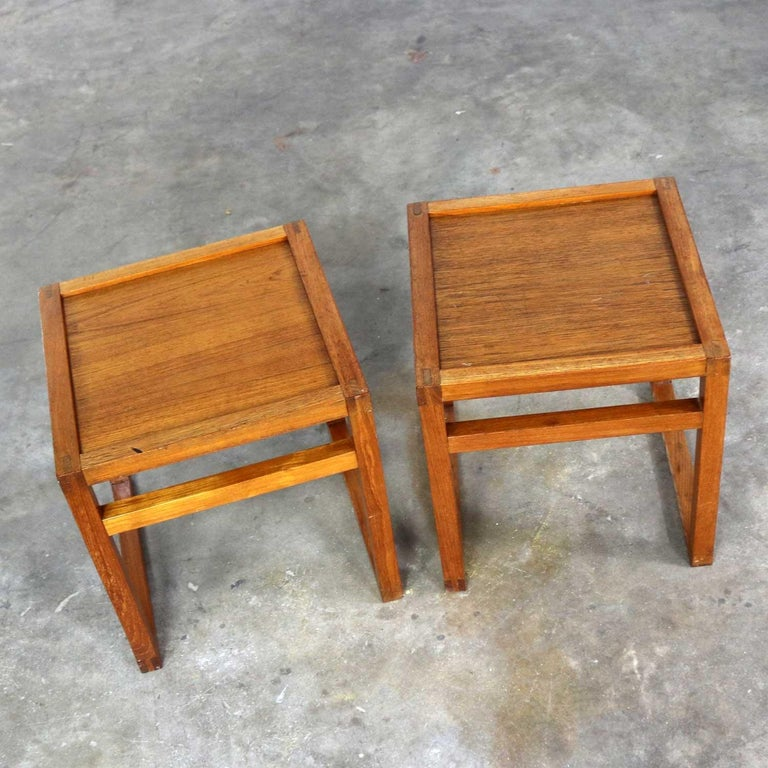 Vintage Scandinavian Modern Pair of Square Open Cube Side Tables in Teak In Good Condition For Sale In Topeka, KS