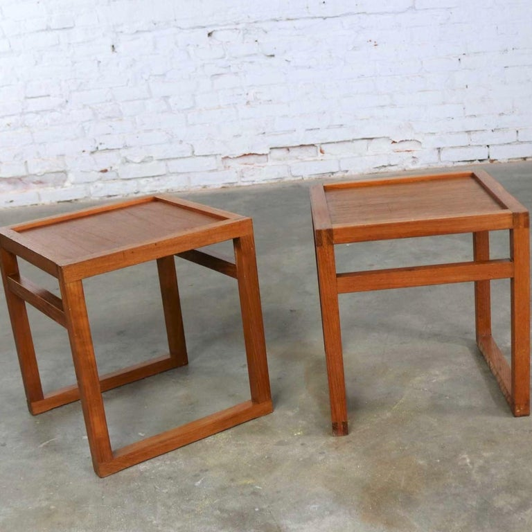 20th Century Vintage Scandinavian Modern Pair of Square Open Cube Side Tables in Teak For Sale
