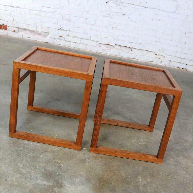 Vintage Scandinavian Modern Pair of Square Open Cube Side Tables in Teak For Sale 1