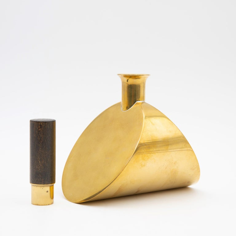 Vintage Scandinavian Pierre Forsell for Skultuna Brass and Wood Decanter In Good Condition For Sale In Brussels, BE