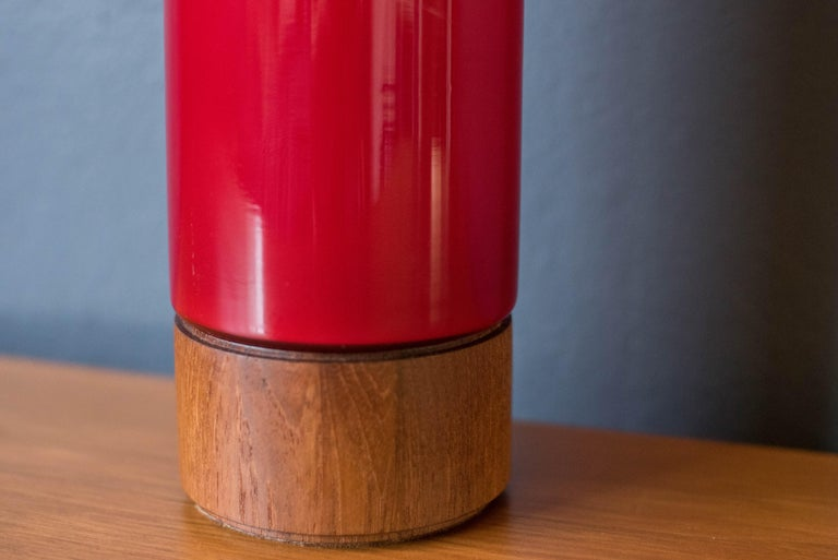 Vintage Scandinavian Red Glass Table Lamp In Good Condition For Sale In San Jose, CA