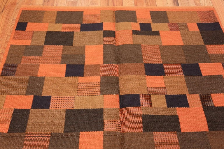 Vintage Scandinavian Rug In Excellent Condition For Sale In New York, NY