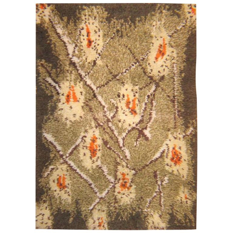 Vintage Scandinavian Rya Rug. Size: 3 ft 6 in x 5 ft (1.07 m x 1.52 m) For Sale